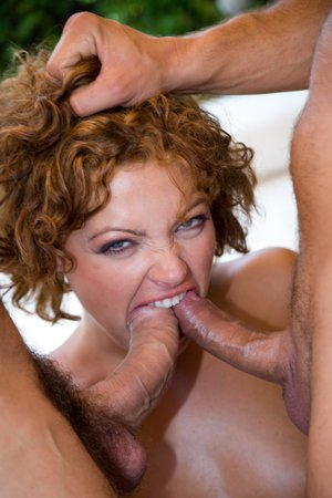 Terri Summers Gets Some Xxx Double penetration From the Produce Fellow